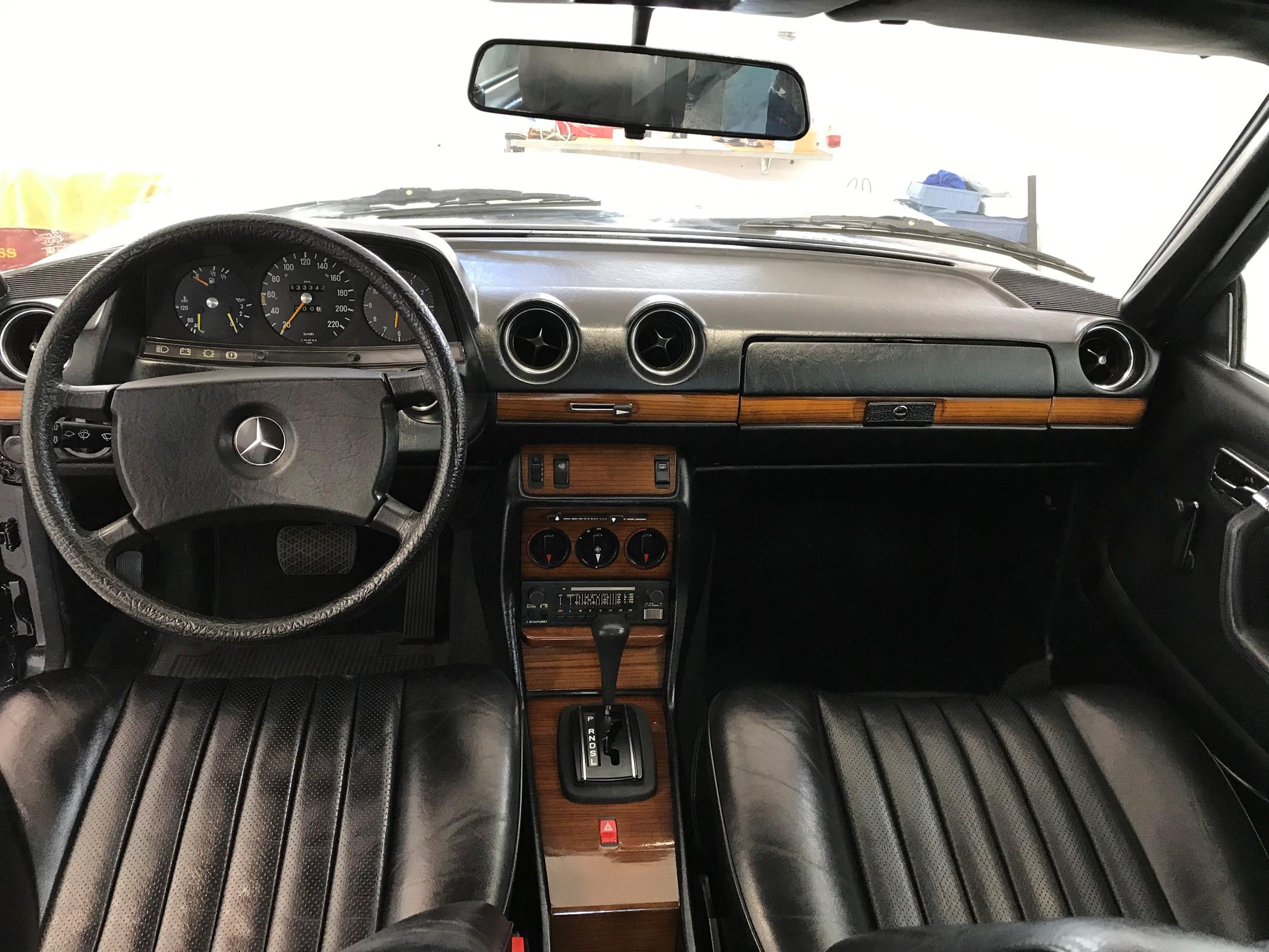 Mercedes-Benz C123 Coupé E-Klasse 280 CE