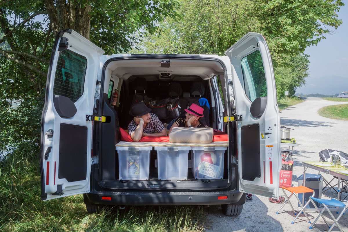 Ford Transit 2.2 TDCI Trend 300K (L1) Umbau Camping/9 Sitze