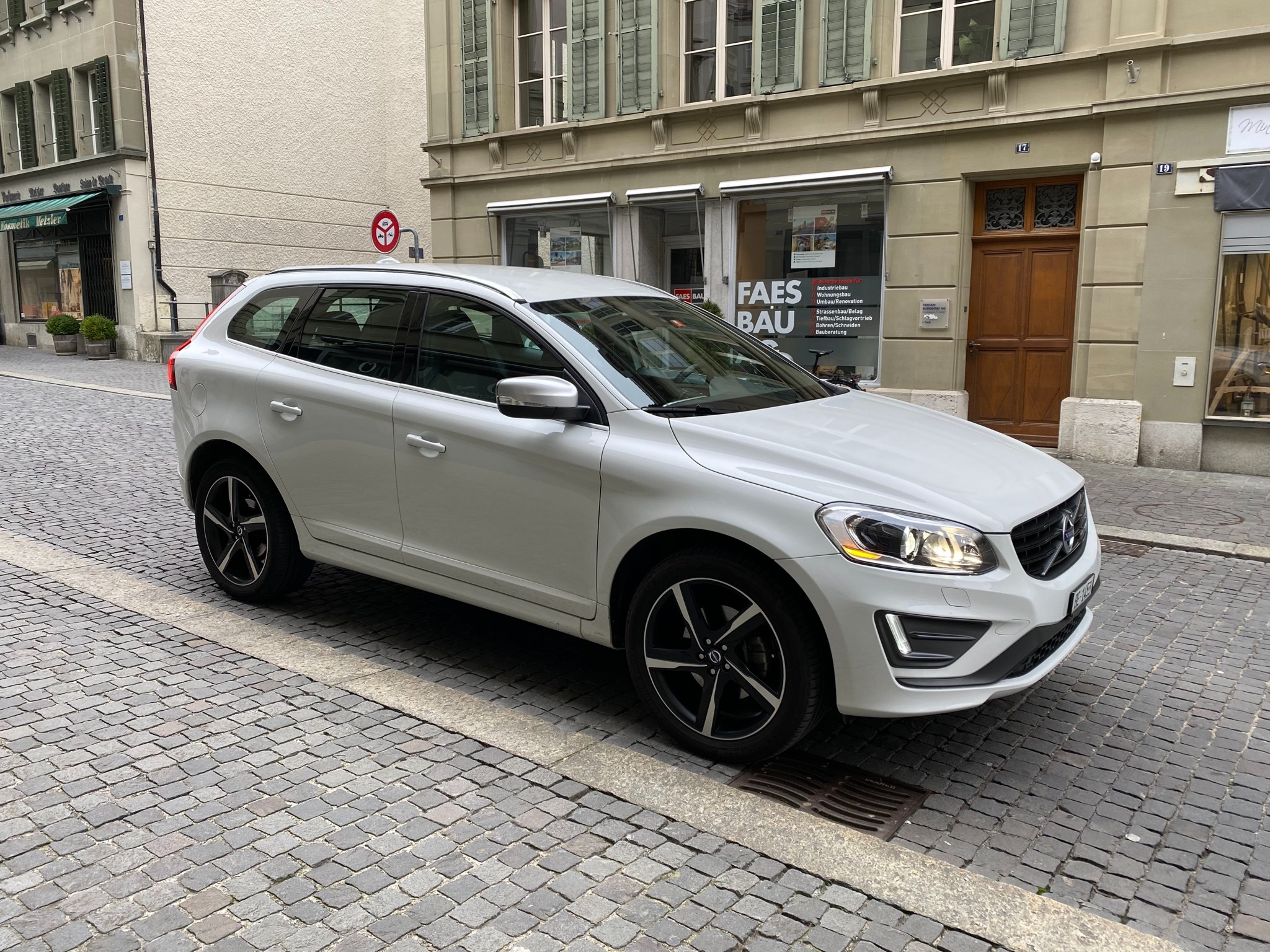 Volvo XC60 2.4 D5 Momentum R-Design AWD