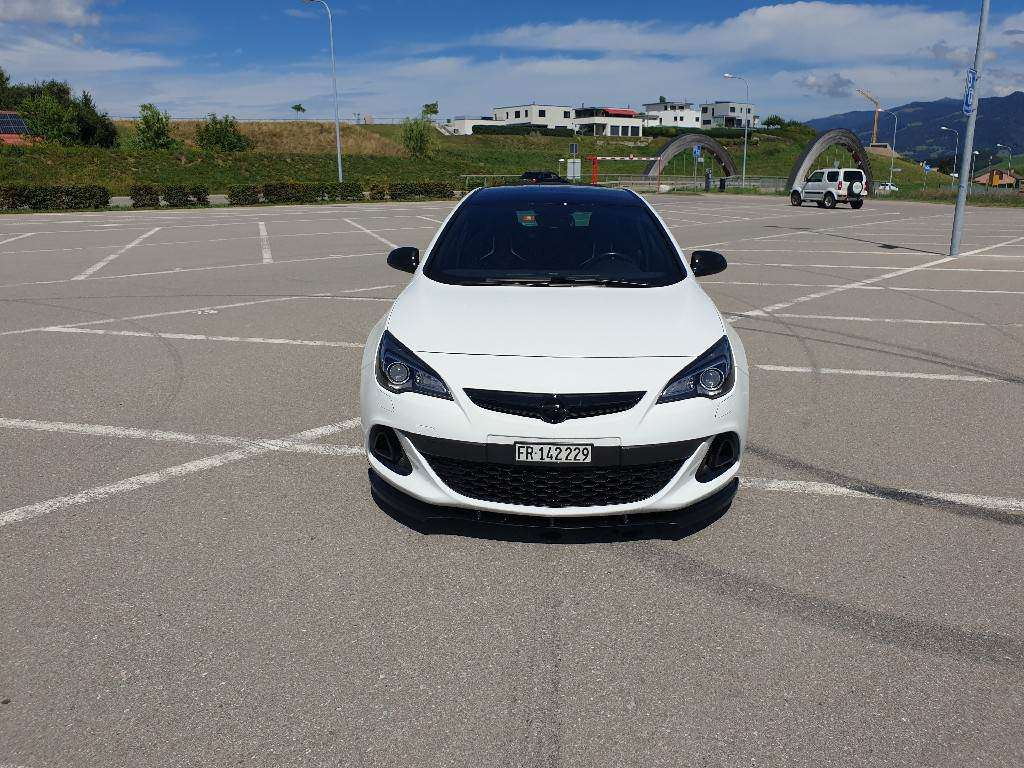 Opel Astra GTC 2.0i Turbo OPC S/S