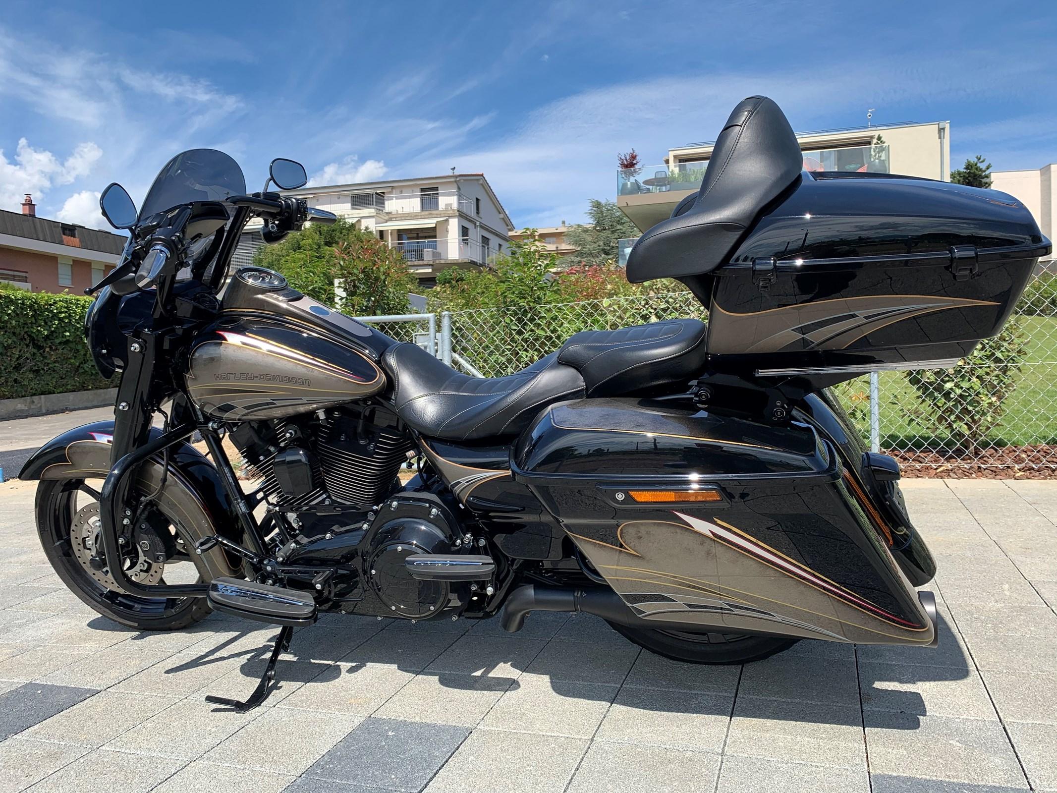 Harley-Davidson FLHRSE 1800 Road King CVO ABS