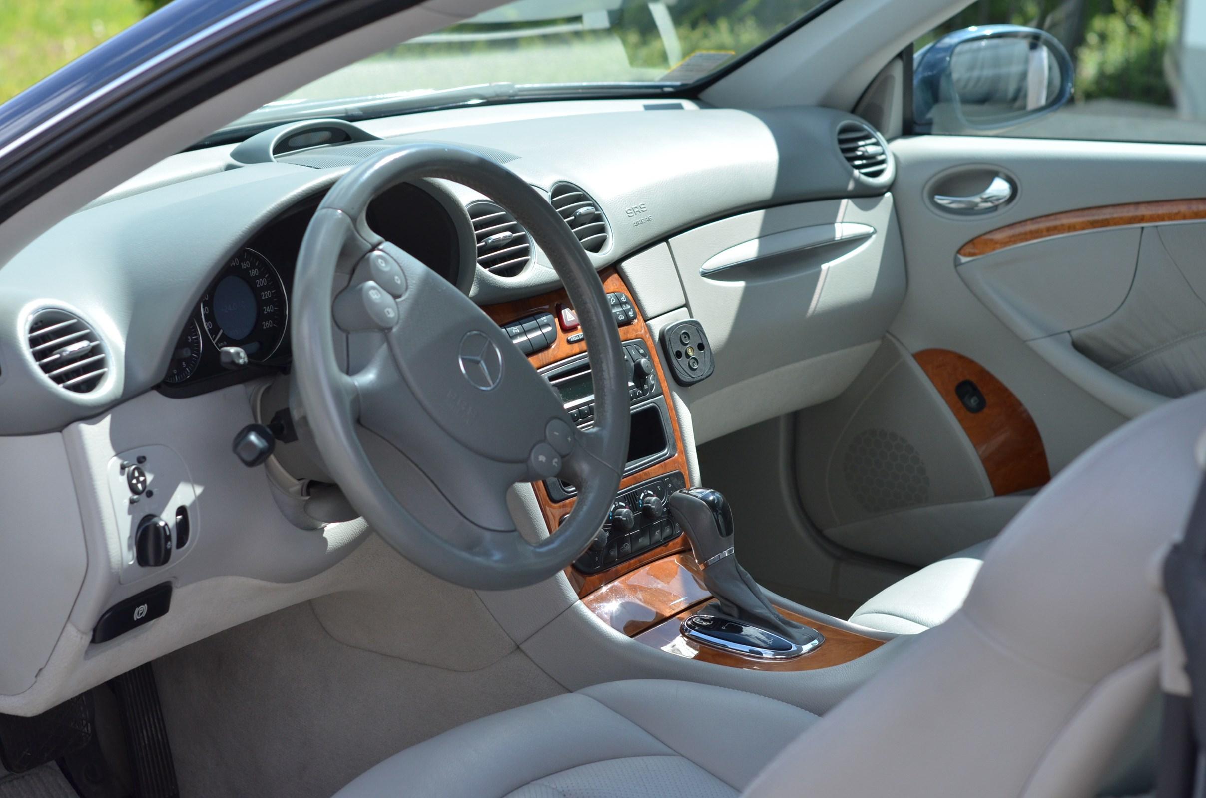 Mercedes-Benz CLK-Klasse C209 Coupé CLK 240 V6