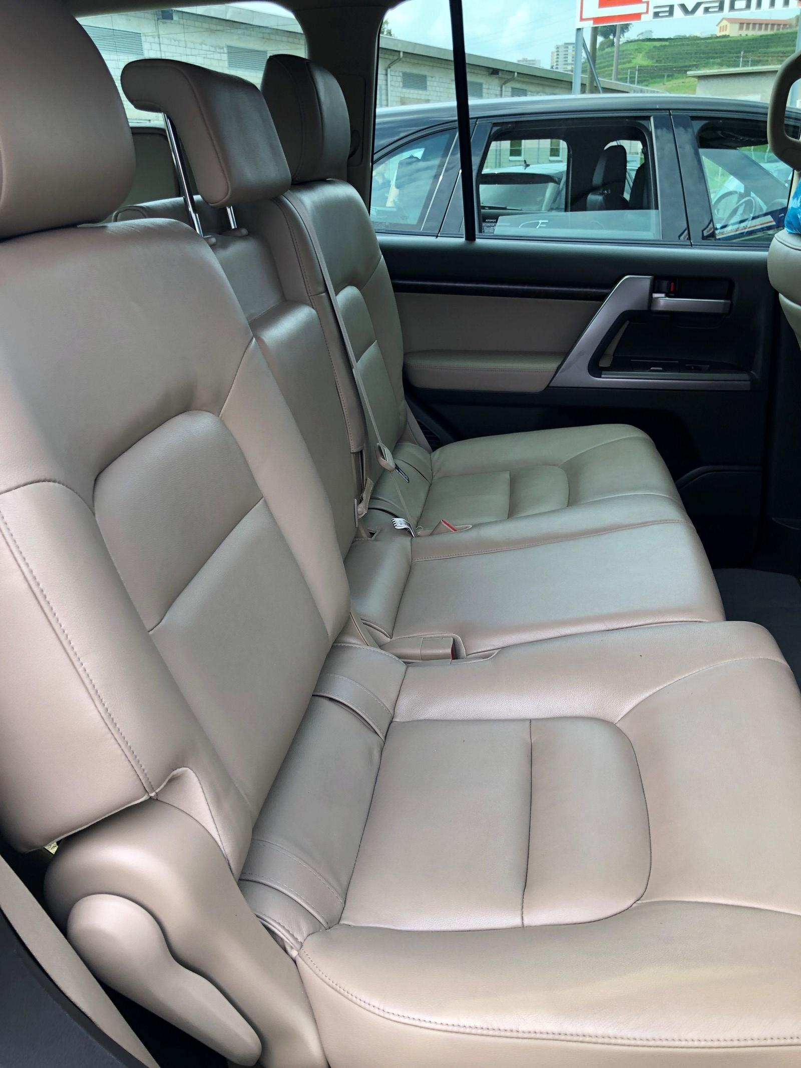 Toyota Land Cruiser V8 4.5 D-4D V8 Linea Sol 7P.