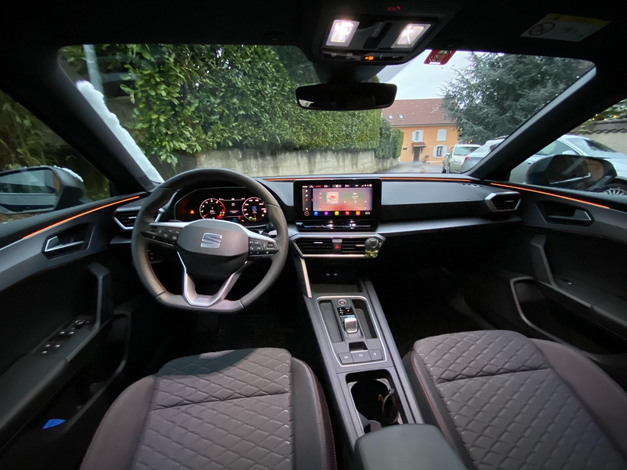 SEAT Leon 1.5 eTSI 150 Hola FR DSG
