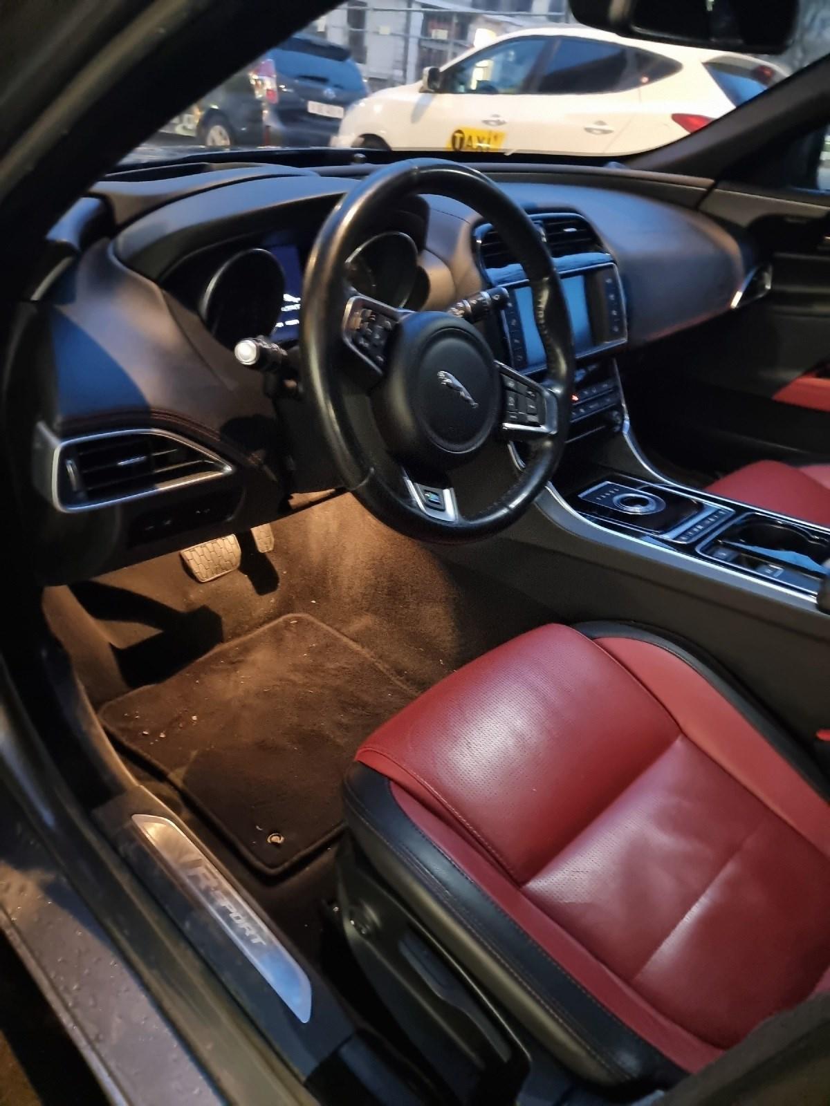 Jaguar XE 2.0 D 180 R-Sport